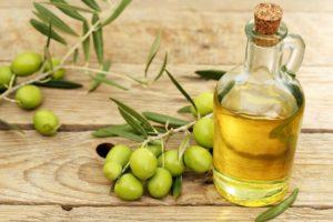 Olive Oil 300x200 - روغن زیتون را چگونه مصرف کنیم بهتره؟