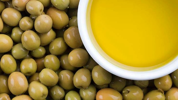 ssiimm art olive oil 620x349 - روغن زیتون را چگونه مصرف کنیم بهتره؟